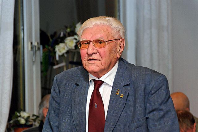 Ludwig Grünberger (DL6KQ) wurde am 25.01.2008 geehrte für 70-jährige Mitglidschaft im DARC.